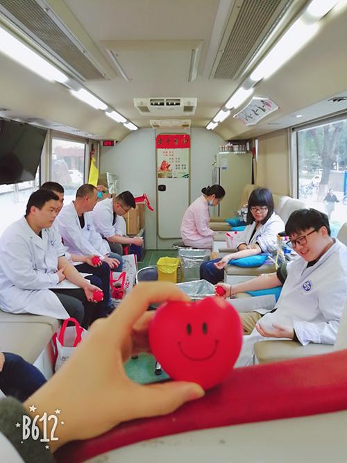 奉献爱心,分享生命,东方医务人员无偿献血